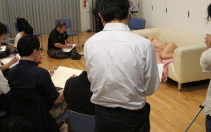 40-годишни девственици в Япония рисуват голи жени