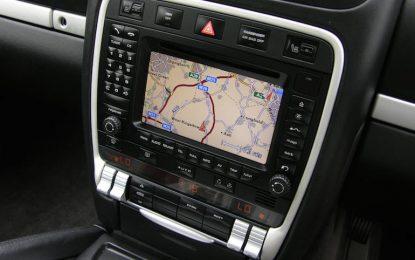 Хакери влизат в колата през радиото