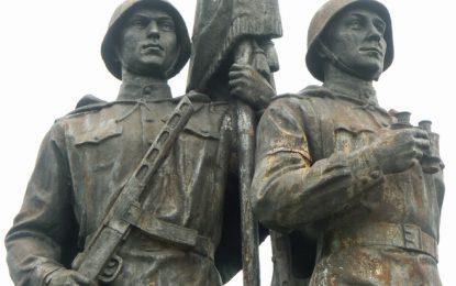 Вилнюс сваля и последния съветски паметник