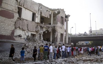 Кола-бомба срути консулството на Италия в Кайро