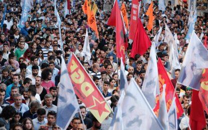 Турция е на ръба на гражданска война