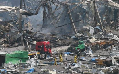 112 жертви на експлозиите в Китай и тонове цианид във въздуха