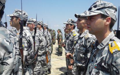 Осем или 12 заплати за военни и полицаи в пенсия. Наесен