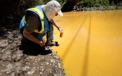 """10 милиона литра токсични отпадъци """"оцветиха"""" реки в Америка"""