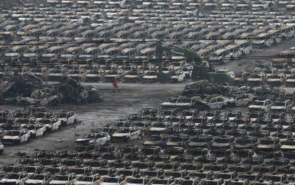 Пожарите не стихват след експлозията в Тиендзин