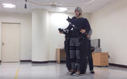 Роботизиран екзоскелет се задвижва от човешка мисъл