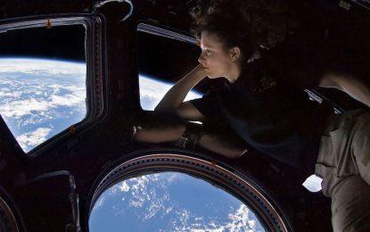 Позяпайте Земята от Космоса