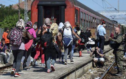 Македония прехвърли проблема с мигрантите на Сърбия