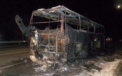 Автобус изгоря по пътя за Варна, няма пострадали