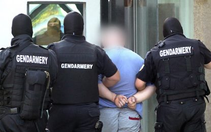 Двама полицаи в ареста заради подкуп от мигранти