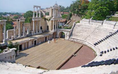 The show must go on в Античния театър