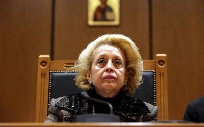 Жена пое властта в Гърция
