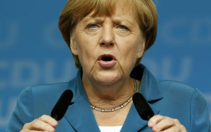 Как Меркел успява да оцелее в Германия