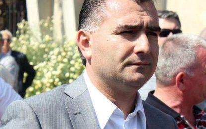 Албански депутат хвърли оставка заради мръсно минало