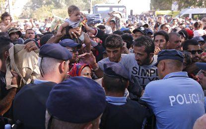 Бежанци пробиха хърватския кордон на сръбската граница