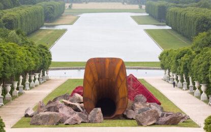 Расисти оскверниха вагината на Версай