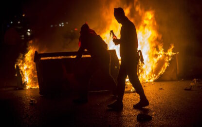 Националисти подпалиха щаба на прокюрдската партия в Анкара