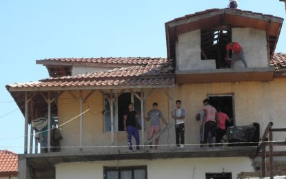 Продължава събарянето на къщи в Гърмен