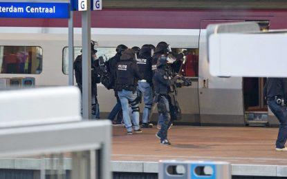 Холандската полиция евакуира влак и задържа мъж