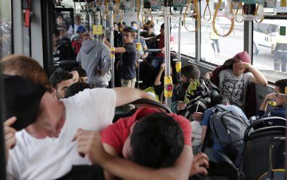 """Над 500 бежанци в Одрин скандират """"България, Гърция"""""""