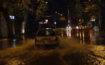 Пловдив и Карлово под вода след порои, 12 деца евакуирани