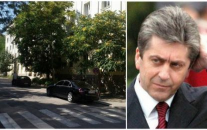 Първанов паркира на забранено място в Перник