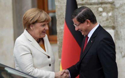 Меркел насърчи Турция по пътя за ЕС, не за Шенген