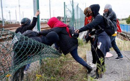 Движението под Ламанша е възстановено след нахлуването на 200 имигранти