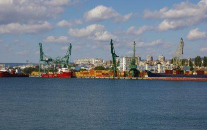 Авариралият турски танкер изтеглен на буксир във Варна