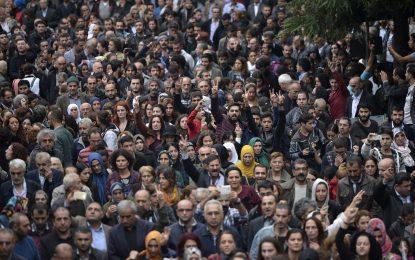 Стотици в Анкара и Истанбул осъдиха атентата