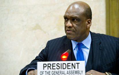 Бивш шеф в ООН се продал за Rolex, костюми и почивки