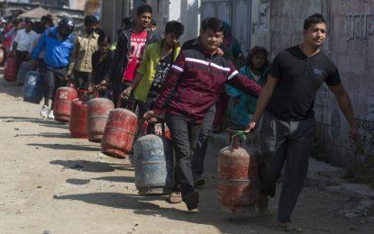 Политически трус остави Непал без гориво