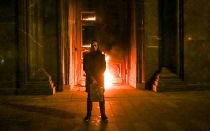 Руски художник опожари вратите на Лубянка