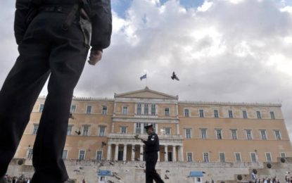 Бомба край бизнес център в Атина