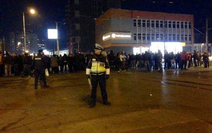 Полицаите не спират. Готвят се и военните