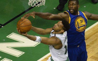 """Избрано от НБА: """"Уориърс"""" оцеляха в Бостън след две продължения"""
