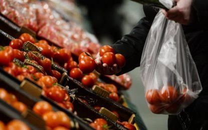Русия забрани вноса на домати, мандарини, ягоди и други продукти от Турция