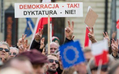 S&P стегна примката около Полша заради медийния закон