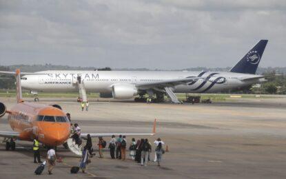 Бомба приземи самолет на Air France с 472 души в Кения