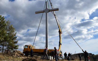 Десетметров кръст побит край Кърджали