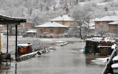 Снегът спря тока на близо 1 милион българи (обновена)