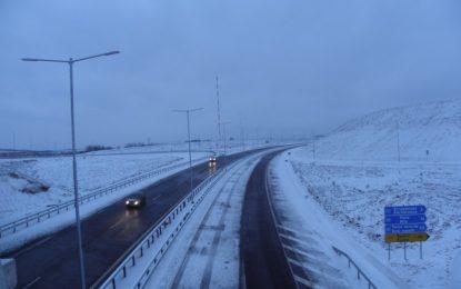 Лед и вятър в 15 области. И трима блъснати на тротоар в София