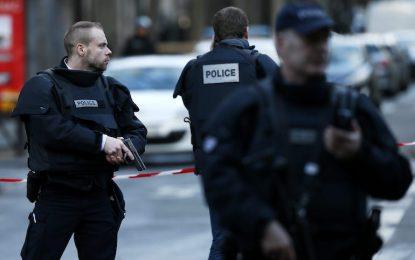 Атентатор-ислямист убит пред полицейски участък в Париж