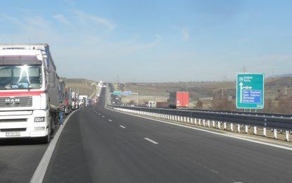 Българските власти търсят изход от блокадата на границата с Гърция