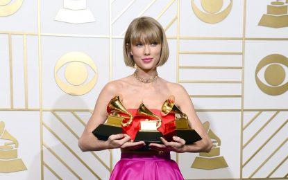 """Тейлър Суифт спечели """"Грами"""" за най-добър албум"""