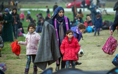 ЕС дава още €115 милиона за бежанците в Гърция преди зимата
