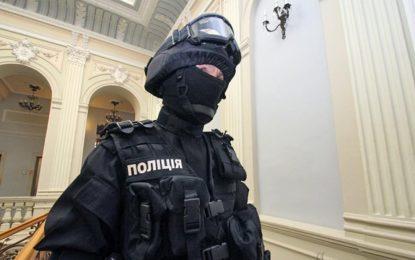 Полицията в Киев пипа меко с крайдесни, окупирали хотел