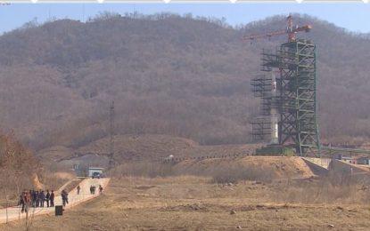 Северна Корея вбеси света с ракета в космоса (видео)