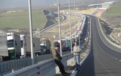 Блокада на границата с Гърция би спряла 200 000 туристи