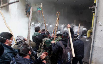 Гръцките фермери се сблъскаха с полицията в Атина
